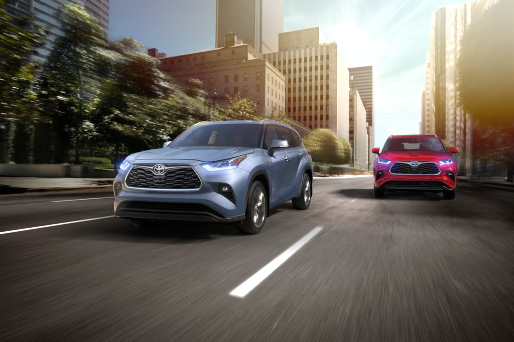 South Hills Toyota is a Toyota Dealership in Canonsburg near McGovern PA | 2020 Toyota Highlanders driving through city