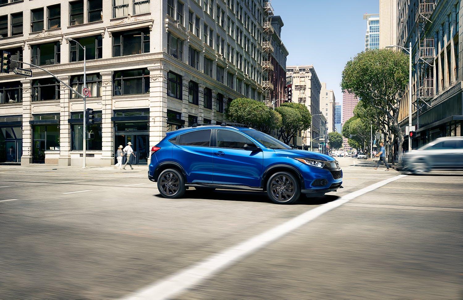 Washington Honda is a Honda Dealership in Washington near Waynesburg PA | 2021 Honda HR-V driving through the city
