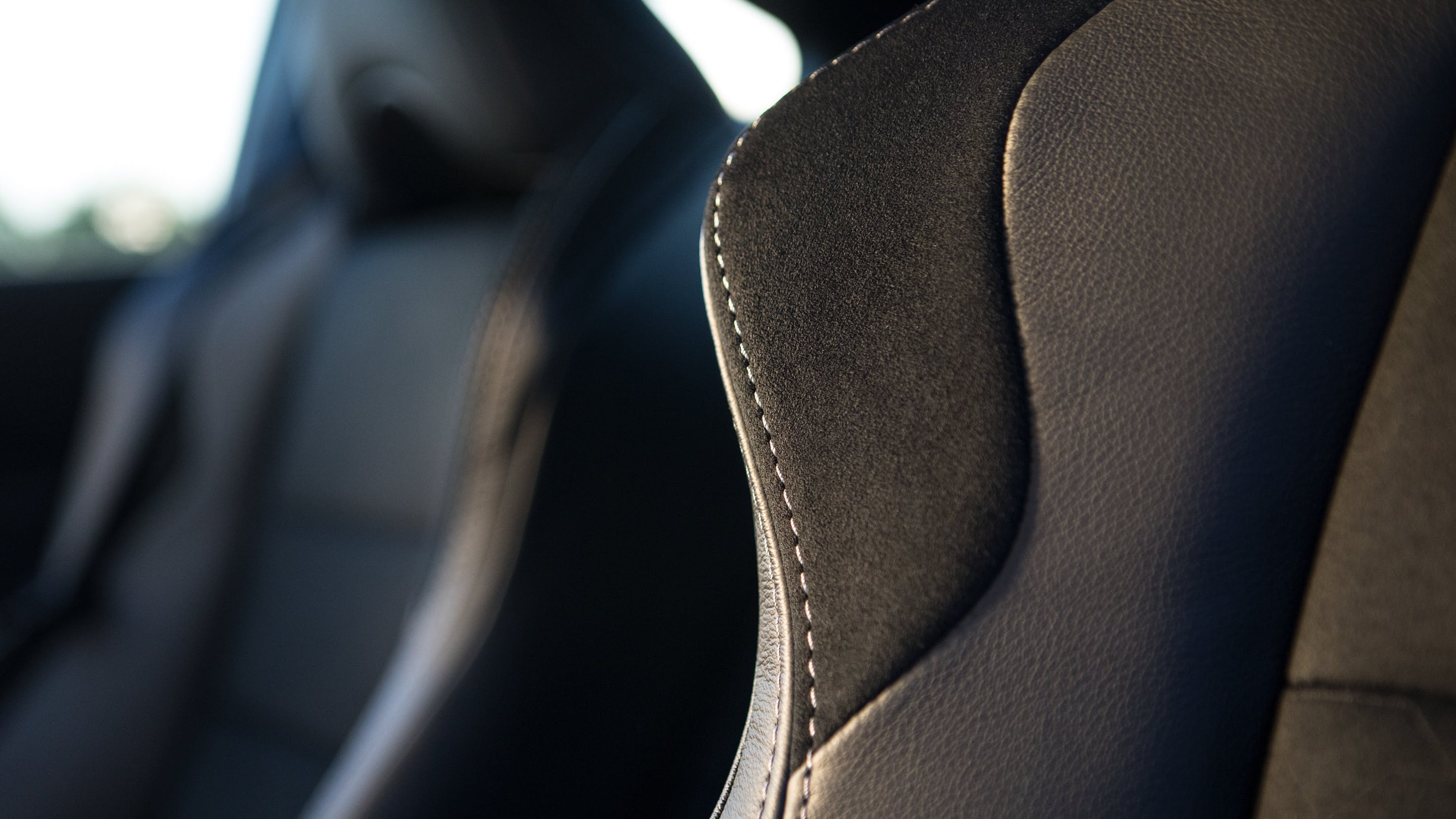 SPORT SEATS WITH SILVER CONTRAST STITCHING