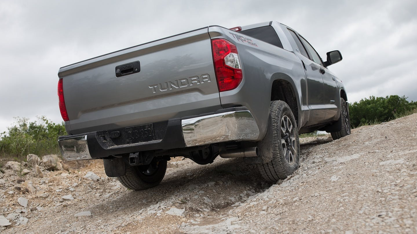 TAKE CHARGE OF ANY TERRAIN WITH TUNDRA i-FORCE 4.6L V8